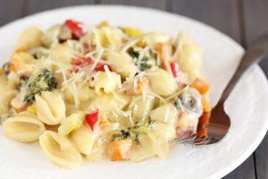 макароны с сыром и овощами