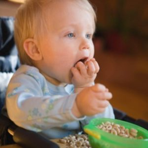 Как приобщить ребенка к обычной еде
