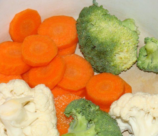 Пюре из цветной капусты, моркови и брокколи