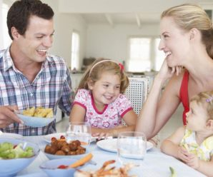 Семейный ужин важная привычка для здоровья ребенка