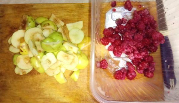 Компот из диких яблок и малины