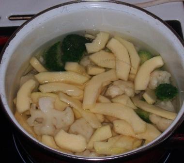 Пюре из брокколи, кабачка и цветной капусты