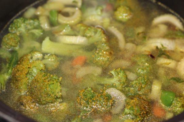 Суп-пюре с брокколи и сельдереем